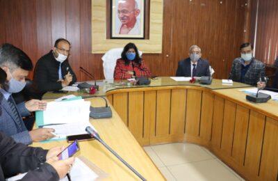 जिलाधिकारी ने नाबार्ड द्वारा संचालित 61 परियोजनाओ से जुडी विभिन्न योजनाओं की की समीक्षा