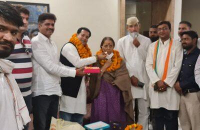 ऊधमसिंह नगर कांग्रेस के कार्यकारी जिलाध्यक्ष हिमांशु गाबा ने की नेता प्रतिपक्ष डाक्टर इंदिरा ह्रदयेश से मुलाकात