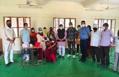सेवा ही संगठन कार्यक्रम के तहत विधायक राजेश शुक्ला ने बांटी राशन किट और किया वैक्सिनेशन कैम्प का शुभारंभ