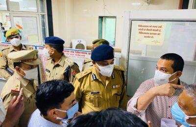कानपुर के किसान नगर नहर हाइवे पर बस और जेएसए टैम्पू में भीषण भिड़ंत..16 की मौत..पीएमओ ने ट्विटर पर जताया शोक