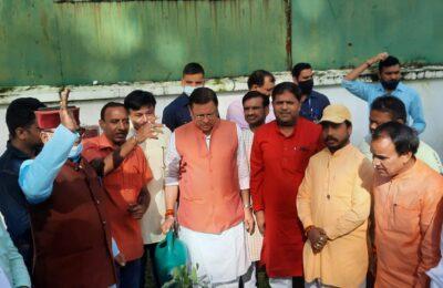 देहरादून में पीएम मोदी के जन्मदिन पर सीएम धामी ने किया पौधारोपण,बीजेपी नेता विकास शर्मा और मेयर रामपाल सिंह भी रहे मौजूद